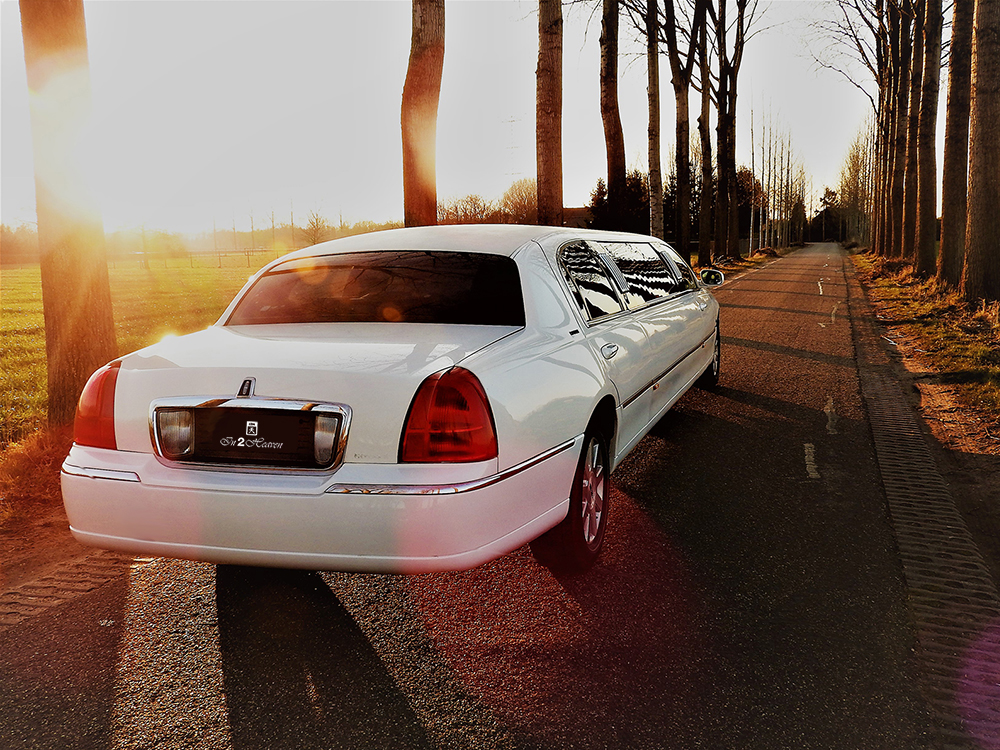 In2Heaven-witte-lincoln-limousine
